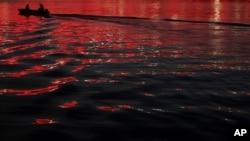 Čamac na Savi u Beogradu (arhivski snimak, 20. jul 2015.)