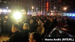 Protest profesora za novi RTS, na Trgu Nikole Pašića, pre polaska u protesnu šetnju ka sedištu Radio-televizije Srbije, u Beogradu, 29. februara 2020. (Foto: Vesna Anđić, RSE)