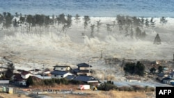 Sóng thần nhấn chìm 1 khu vực dân cư sau trận động đất ở Natori, đông bắc Nhật Bản, 11/3/2011