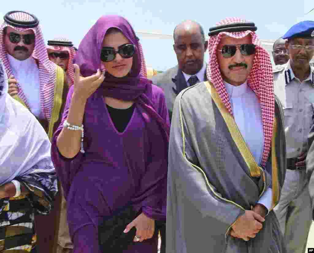 Amiir Al-Waleed bin Dalal Binoo ka soo dagey garoonka diyaaradaha.