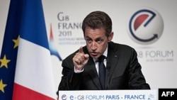 Fransa Əfqanıstandakı qoşunlarının vəziyyətini müzakirə edir