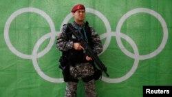 یک نیروی پلیس برزیل در حاشیه برگزاری المپیک