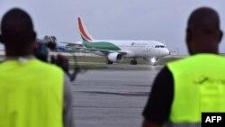 Un avion de la compagnie Air Cote d'Ivoire, a atterri à l'aéroport Felix Houphouet-Boigny d'Abidjan, le 18 juillet 2017.