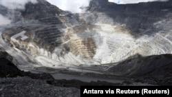 Truk-truk di tambang tembaga dan emas Grasberg yang dikelola oleh PT Freeport Indonesia, di Papua, 19 September 2015. (Foto: Antara via Reuters)