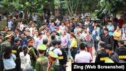 Rất đông người đi theo dõi phiên xử phúc thẩm nông dân Đặng Văn Hiến.