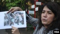 Dirut PDTS KBS Aschta Tajudin menunjukkan gambar kondisi terakhir Rama, harimau Sumatera koleksi KBS yang mati akibat gagal jantung (VOA/Petrus).
