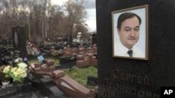 Mộ của luật sư Sergei Magnitsky ở Moscow. (AP)