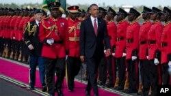 Chegada do presidente Barack Obama a Dar Es Salaam, na Tanzânia