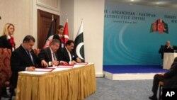 ملاقات رهبران افغانستان و پاکستان در استانبول