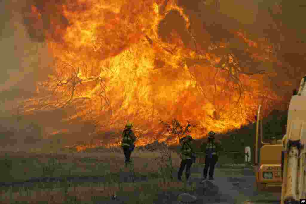 A hillside erupts in flame as a raging wildfire burns in Placerita Canyon in Santa Clarita, California, July 25, 2016.