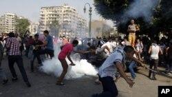 Las turbas se han vuelto incontenibles y han degenerado en graves enfrentamientos con las autoridades.