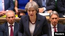 PM Inggris Theresa May memberikan pidato di hadapan parlemen Inggris, Rabu (14/3).