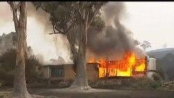 2013-01-05 美國之音視頻新聞: 澳洲發生山火數千居民被迫疏散