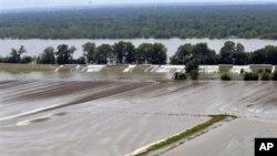 Campos de cultivo inundados pelas cheias