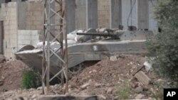 Xe bọc sắt của quân đội chính phủ Syria tại thị trấn Talbiseh gần thành phố Homs, ngày 22/5/2012