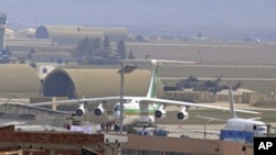 An Iranian airplane, which officials said was forced to land in southeast Turkey on Tuesday on suspicion that it may have been carrying arms to Syria, sits at the tarmac at Diyarbakir airport, March 16, 2011