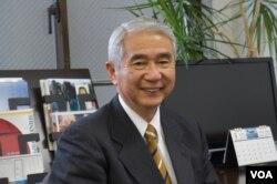 前日本潜水艇舰长、防卫大学教授、现任防卫监理研究所所长的山内敏秀在日本被视为研究中国海军的权威(美国之音歌篮拍摄)