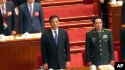 薄熙來今年3月在北京參加兩會時在主席台上(資料照片)