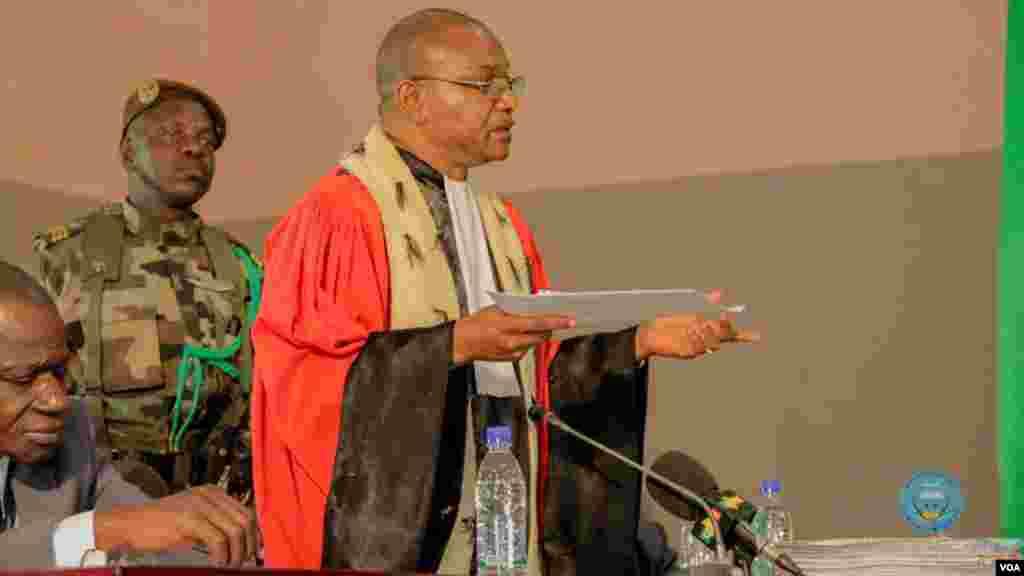 Le juge de la Cour d'assises lors du procès d'Amadou Haya Sanogo à Sikasso, dans le sud du Mali, le 30 novembre 2016.