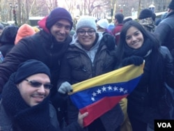 Venezuelans Graciela, center Wilfred front left and their cousins are first-time spectators at the Macy's Thanksgiving parade, in New York, Nov. 28, 2013. (Photo Sandra Lemaire )
