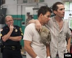 Mickey O'Keefe (kiri), polisi yang juga menjadi pelatih Micky.