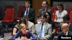 រូបភាពឯកសារ៖ ឯកអគ្គរដ្ឋទូតអាមេរិកនៅអ.ស.ប អ្នកស្រី Samantha Power ថ្លែងពីដំណោះស្រាយដើម្បីស៊ើបអង្កេតការប្រើអាវុធគីមី ក្នុងប្រទេសស៊ីរីអំឡុងកិច្ចប្រជុំក្រុមប្រឹក្សាសន្តិសុខជាតិនៅទីស្នាក់ការកណ្តាលអង្គការសហប្រជាជាតិ បុរីញូវយ៉ក កាលពី ថ្ងៃទី ០៧ សីហា ២០១៥។