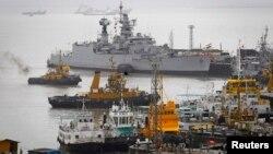 8月14 日﹐印度海軍的艦艇仍然停靠在孟買船塢。