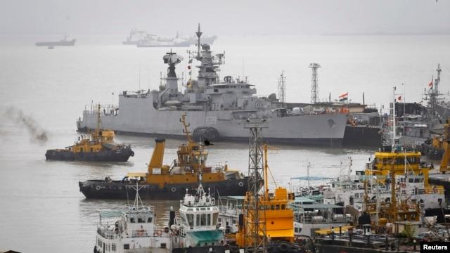 Tàu thuyền của Hải quân Ấn Độ tại xưởng đóng tàu hải quân ở Mumbai.