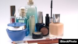 Kamboja menyita berbagai produk kosmetik palsu dan bahan-bahan baku untuk membuatnya (foto: ilustrasi).
