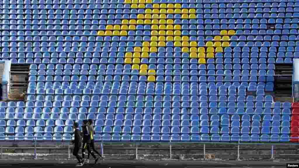 Atlet-atlet Rusia berlatih di stadion kota Stavropol, Rusia. Badan anti doping dunia (WADA) menuduh federasi atletik Rusia menutupi kasus doping pada atlet-atlet Rusia.