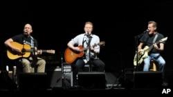 FILE - Eagles members Bernie Leadon (L) Don Henley and Glenn Frey (R)