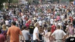 Puluhan ribu pengunjung memadati jalan-jalan dalam acara pembukaan Minnesota State Fair yang berlangsung 12 hari (foto: dok).