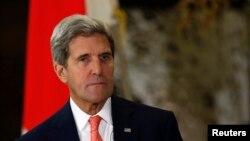 일본을 방문 중인 존 케리 미국 국무장관이 3일 이란 핵 문제와 관련해 이란의 새 지도부와 실질적인 접촉을 기대한다고 말했다.