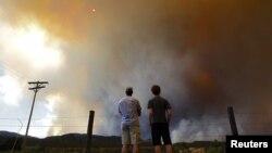 Las llamas continúan destruyendo casas y tierra en High Park, Colorado, cerca de Denver.