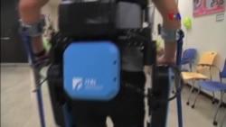 Exoesqueleto ayuda a parapléjicos a caminar
