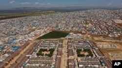 Një kamp refugjatësh në pjesën e Sirisë pranë kufirit me Turqinë