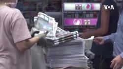 香港居民難掩悲情搶購最後一期《蘋果日報》