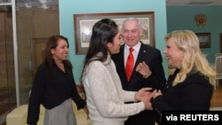 Israeli Prime Minister Benjamin Netanyahu and his wife, Sara, meet Naama Issachar and her mother, Yaffa, in Moscow, Jan. 30, 2020. (Courtesy Kobi Gideon/Government Press Office/REUTERS)