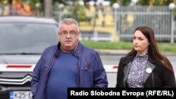 Otac i sestra pokojnog Dženana - Arijana i Muriz Memić ispred Suda Bosne i Hercegovine u Sarajevu, 7. oktobra 2021. godine