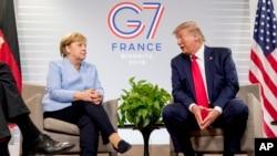 Njemačka kacelarka Angela Merkel i američki predsjednik Donald Trump na samitu grupe G7 u francuskom gradu Bijaricu. 24. - 26. avgusta (Foto: AP)