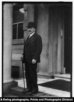 1917 portrait of Julius Rosenwald. (Harris & Ewing photographs, Prints and Photographs Division)