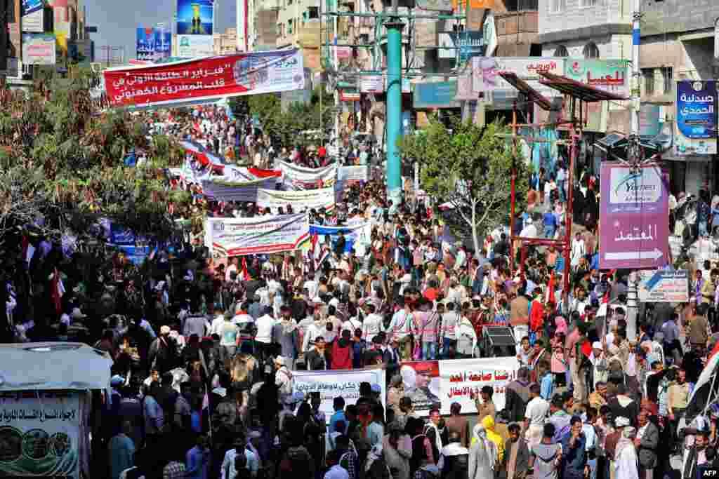 예멘의 3대 도시 타에즈에서 아랍의 봄 10주년 기념 집회가 열렸다. 지난 2011년 아랍 국가들 사이에서 퍼진 민주화 시위로 예멘에선 33년 장기독재한 알리 압둘라 살레 대통령이 축출됐다.