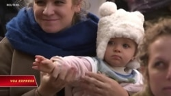 Các bà mẹ bỉm sữa biểu tình chống biến đổi khí hậu