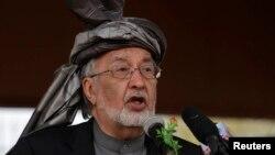 아프가니스탄 대선 주자 잘마이 라술 전 외교장관이 잘라라바드 시의 선거 유세장에서 연설하고 있다.