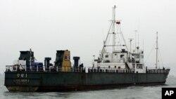지난 2006년 10월 홍콩에서 안전규정 위반으로 억류된 북한 선박 강남1 호. (자료사진)