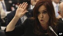 """La presidenta Cristina Fernández ha dicho que su gobierno no piensa pagar servicios de deuda a """"fondos buitre""""."""