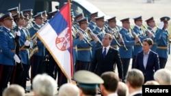 Дмитрий Медведев и Ана Брнабич приняли участие в военном параде в Белграде, 19 октября 2019 года