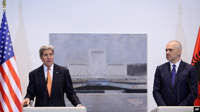 Госсекретарь США Джон Керри и премьер-министр Албании Эди Рама. Тирана. Албания. 14 февраля 2016 г.