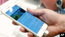 la nueva aplicación permite a los ciegos leer desde los menús en los restaurantes a folletos en clases.