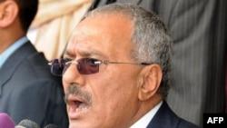Tổng thống Yemen Ali Abdullah Saleh phát biểu trước những người ủng hộ ông tại Sana'a, ngày 25 tháng 3, 2011